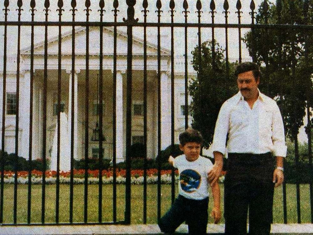 IMAGE: Pablo Escobar in front of the White House in 1981. https://t.co/izg4GM0hY0