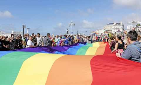 Hello to everyone arriving for #BrightonPride2017! Have a wonderful weekend #FridayFeeling #LoveIsLove https://t.co/yGLe9rfvAZ