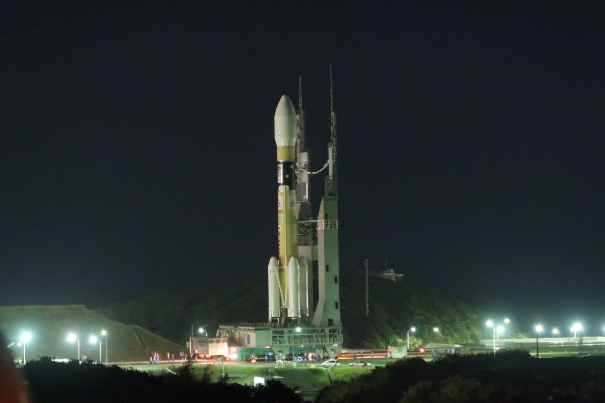 みちびき3号機の打ち上げは、本日13時40分を予定しています。 種子島宇宙センターでは、H-IIAロケット35号機は射点に移動を終え、打ち上げ準備作業中です。打ち上げライブ中継は、13時10分より御覧下さい。 https://t.co/yfKuM4j8eI