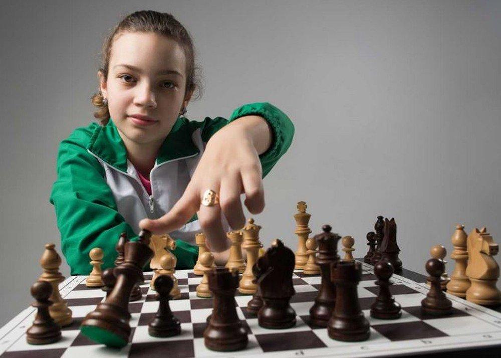 Após vender 3 mil canetas para ir a campeonato de xadrez, garota de SC joga com 9 ao mesmo tempo https://t.co/eiSVxhoglb #G1