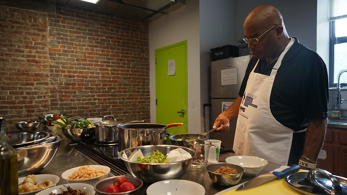 Reminder Bed-Stuy dads! Learn about parenting & enjoy a FREE gourmet meal this Tuesday at Brooklyn Daddy Iron Chef: https://t.co/4mN4QdmZBR