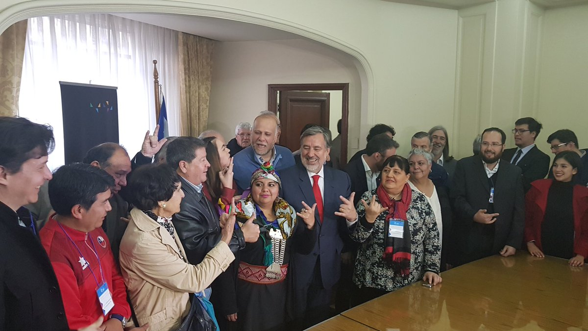 Guillier inscribió candidatura presidencial de Chile; ante el Servel con más de 61 mil firmas