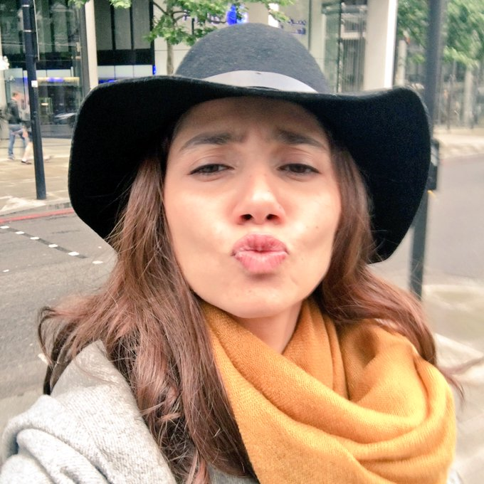 @Shreyasisinha6 Happy happy birthday my darling 💋 lots of love hameshaa! Here's a kiss from me to you. https://t.co/EfdEZhG2dM