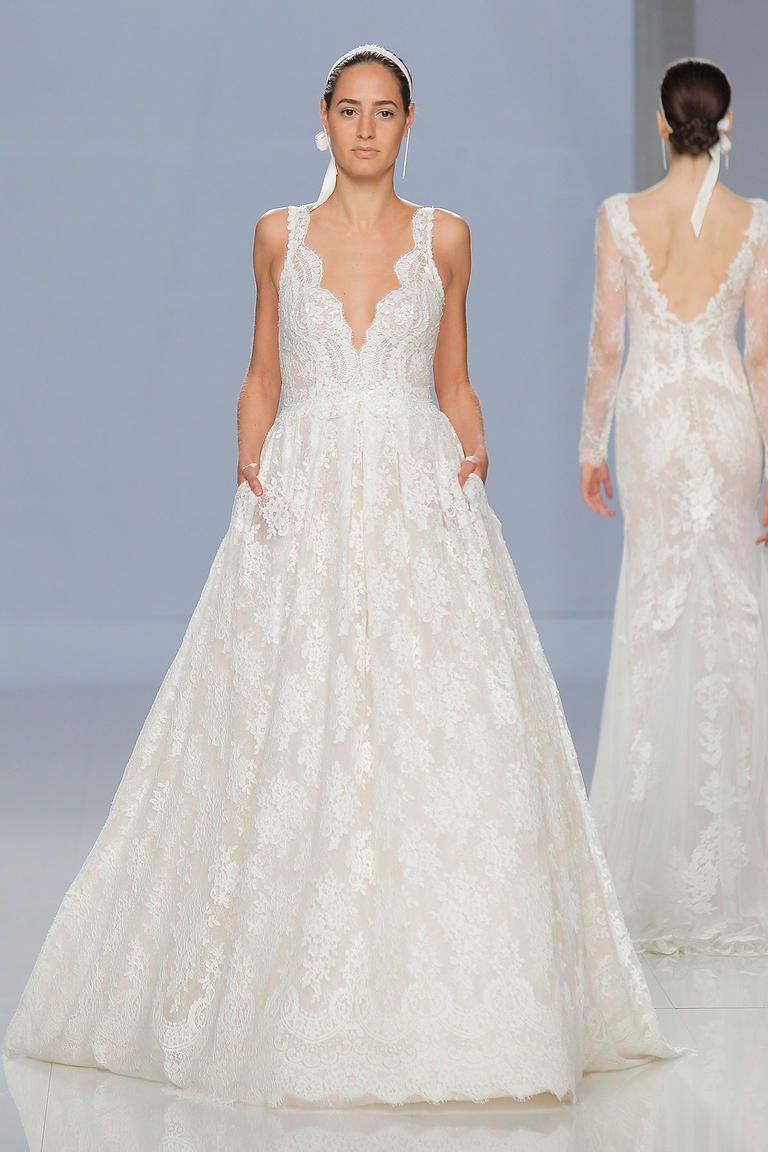 99555a97d إضغطي هنا لمشاهدة مجموعة #فساتين_زفاف #روزا_كلارا لربيع 2018 كاملةً  http://buff.ly/2u39LkL #فستان_عروسpic.twitter.com/f0UwbHwSGH