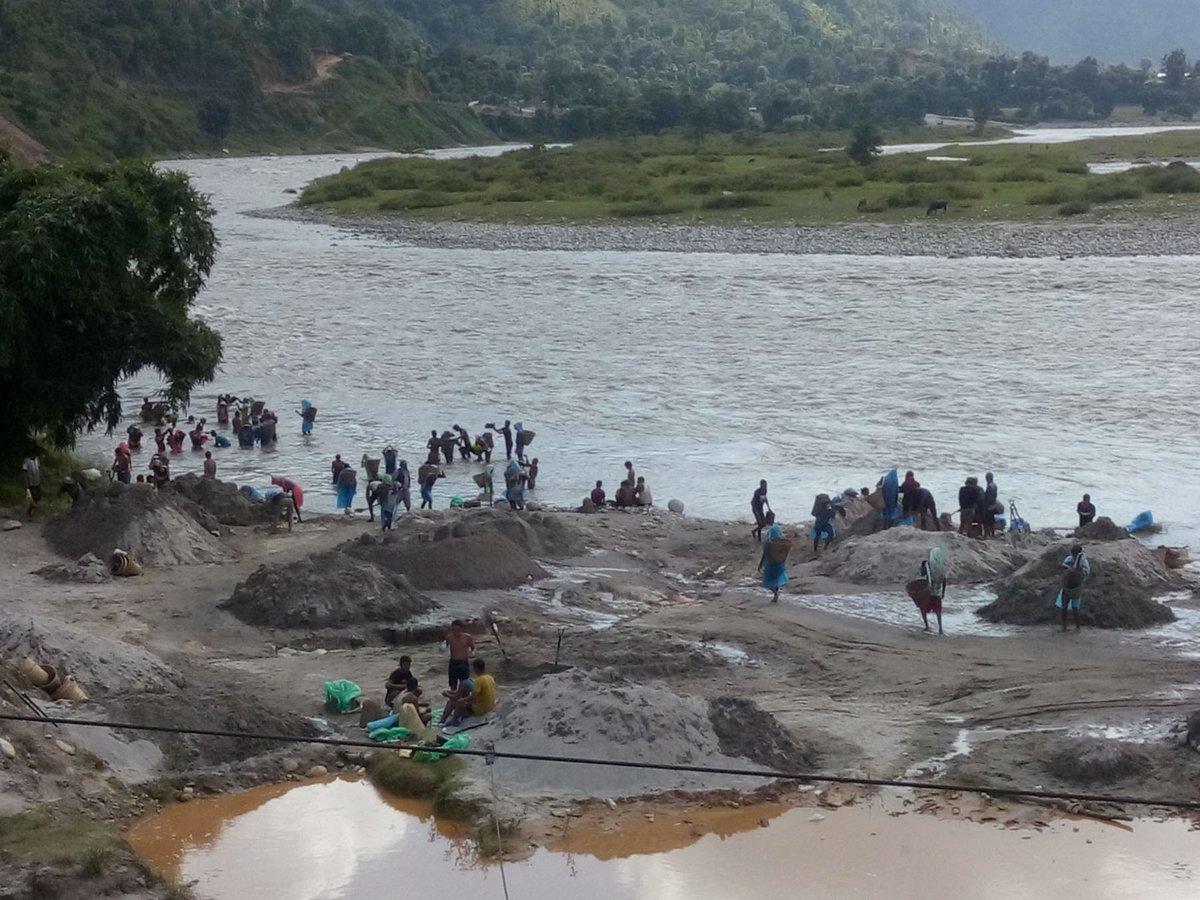पानीसँगै बगेर भारत जान्छ ६० अर्बको बालुवा