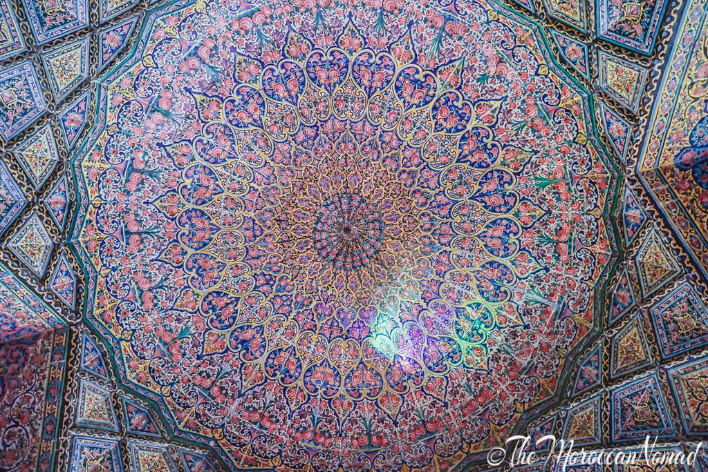 When visiting #Iran, always look up. .to the amazing iranian style