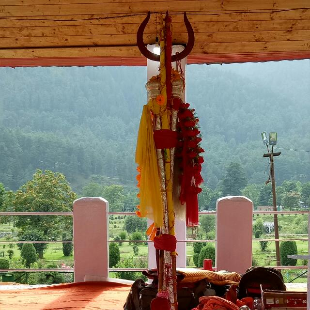 जम्मू-कश्मीर में श्रीनगर के शंकराचार्य मंदिर में श्रीअमरनाथ यात्रा की पवित्र छड़ी मुबारक की कल पूजा-अर्चना की गई