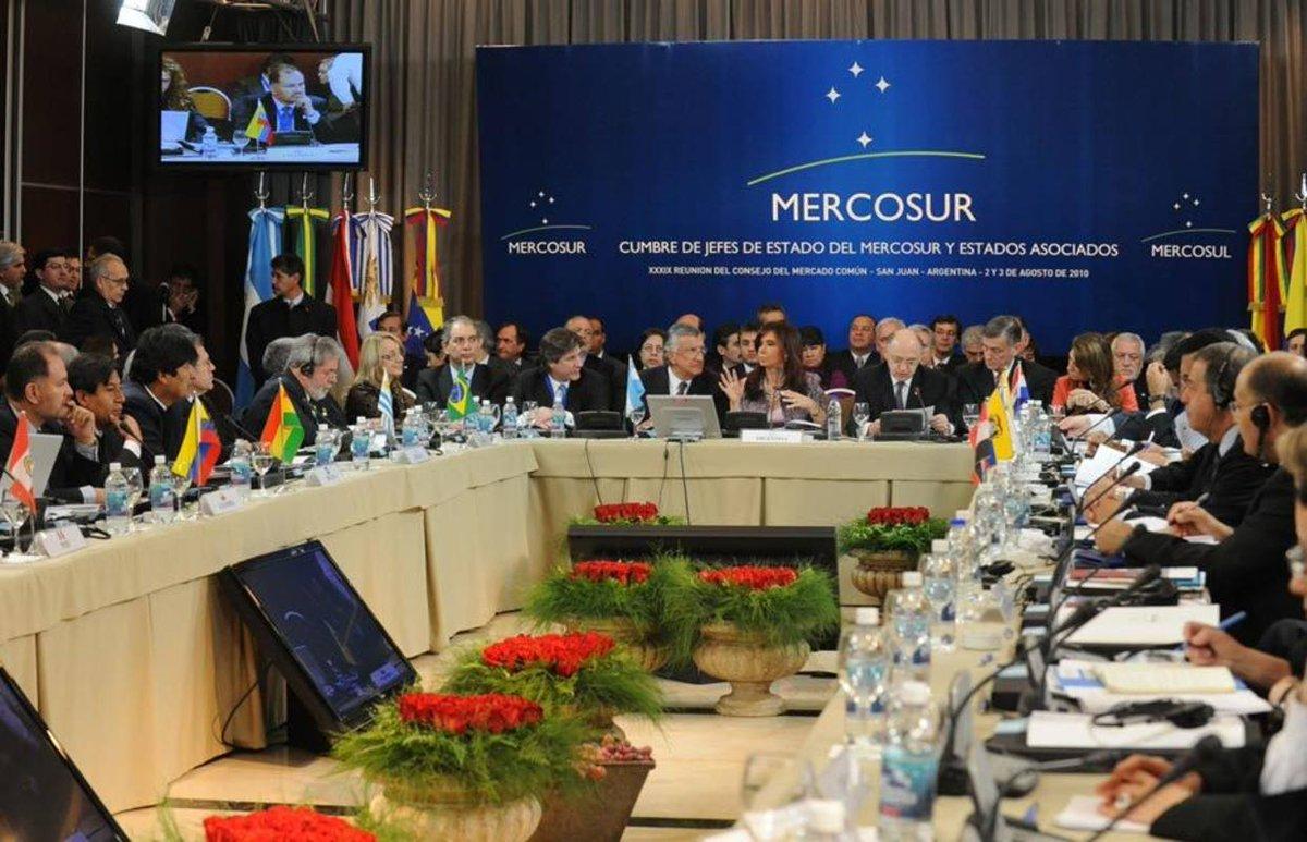 Venezuela suspendida del Mercosur por \