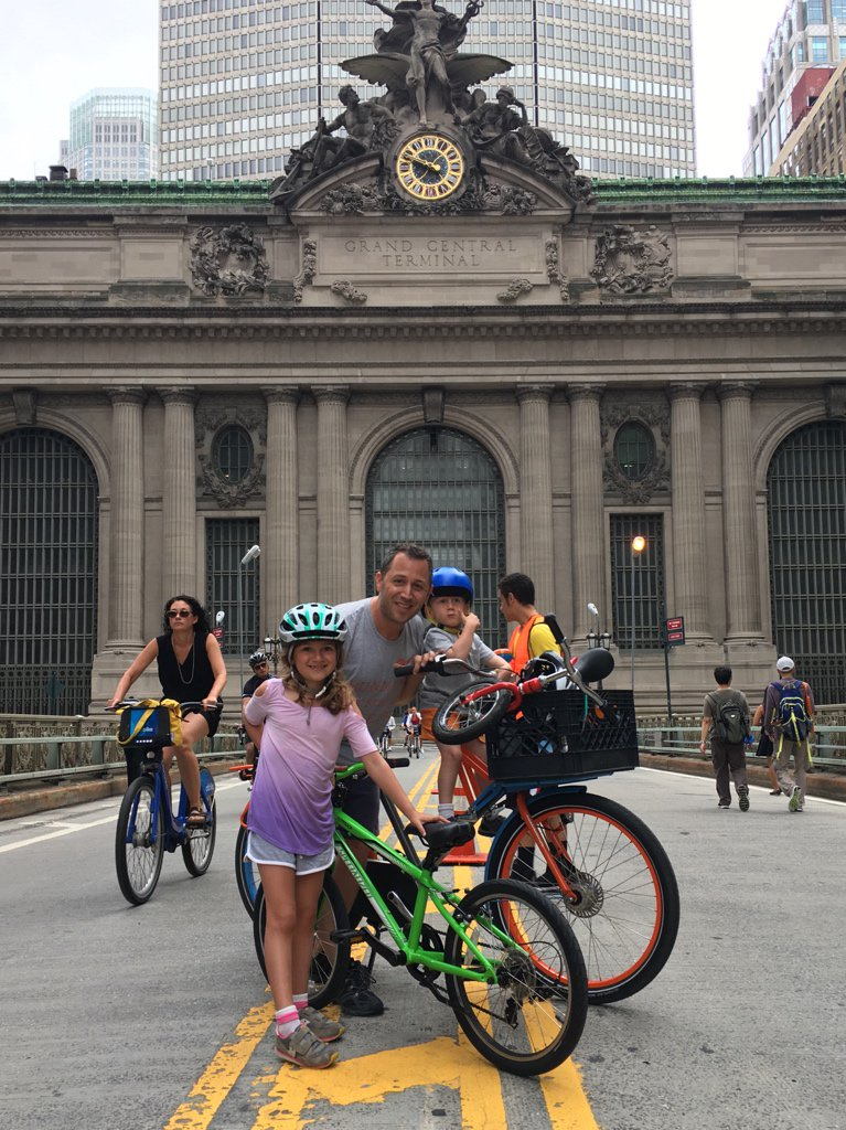 Just a few of my fav #BikeNYC dads, @jehiah @BrooklynSpoke, on our @WorkCycles for 2017′s first #SummerStreets! https://t.co/3iv3Le2Tye