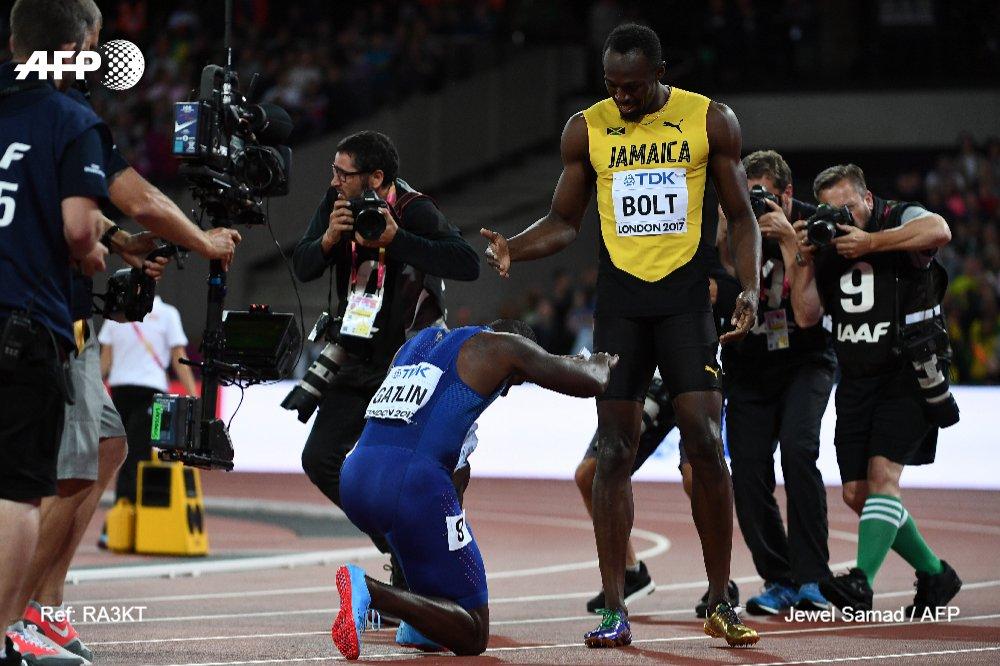 #Instantané 📷 Justin Gatlin prive Usain Bolt d'une fin de carrière royale sur 100 m, mais lui rend hommage après la course @jewelsamad #AFP