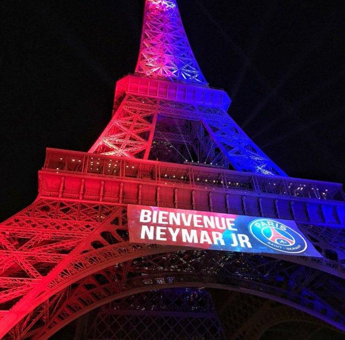 La Tour Eiffel éclairée pour Neymar !