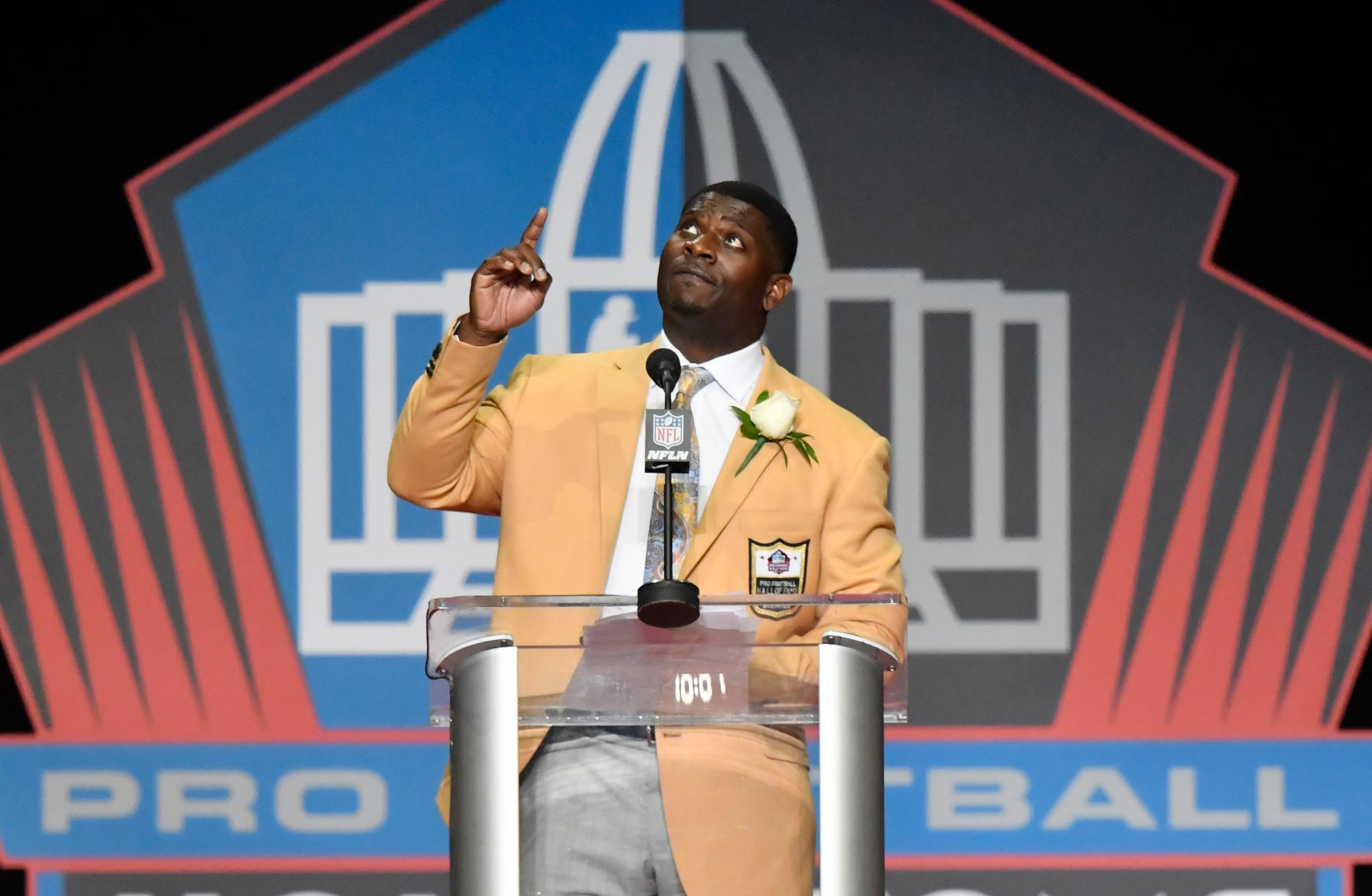 LaDainian Tomlinson paid tribute to his predecessors during his Hall of Fame speech. https://t.co/ZOJLAlSmGj https://t.co/XjoU4VJUma