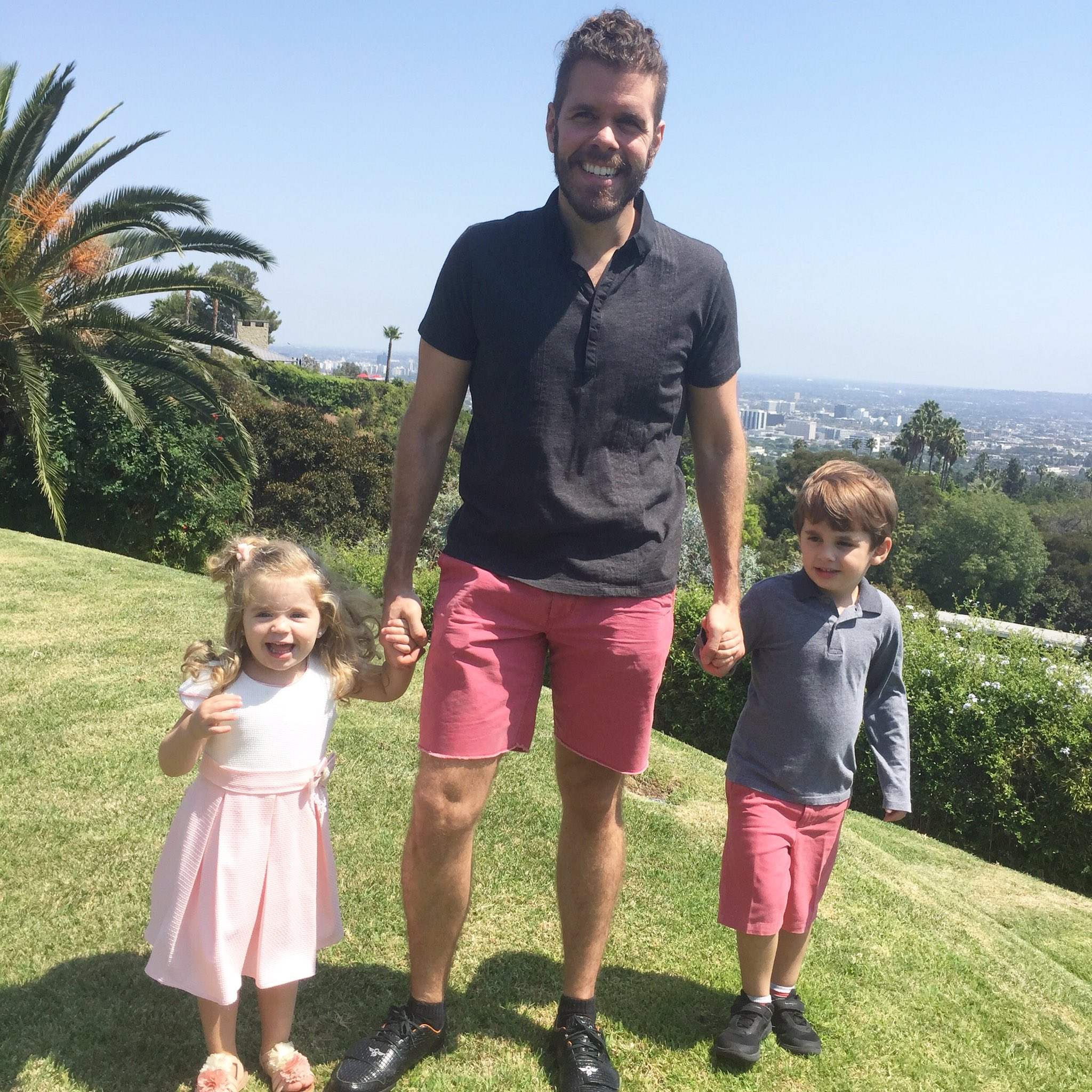 RT @ThePerezHilton: Taking a moment to enjoy the view, my kids and my life! https://t.co/DUGS3twzso https://t.co/3oDKgahY6j
