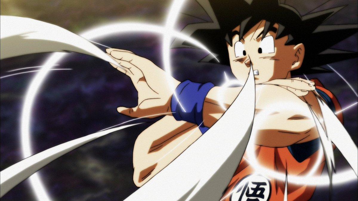 Goku se defiende de los golpes de una de las guerreras