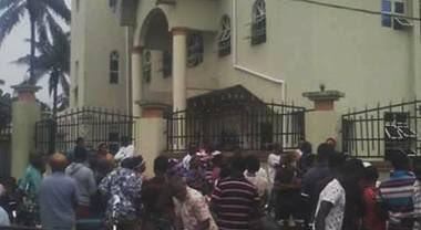 #Nigeria Decine di persone sono state uccise da un commando armato che ha aperto il fuoco in una chiesa cattolica durante la Messa.