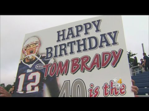 Fans Gathered At The Patriots Practice To Wish Tom Brady Happy Birthday .