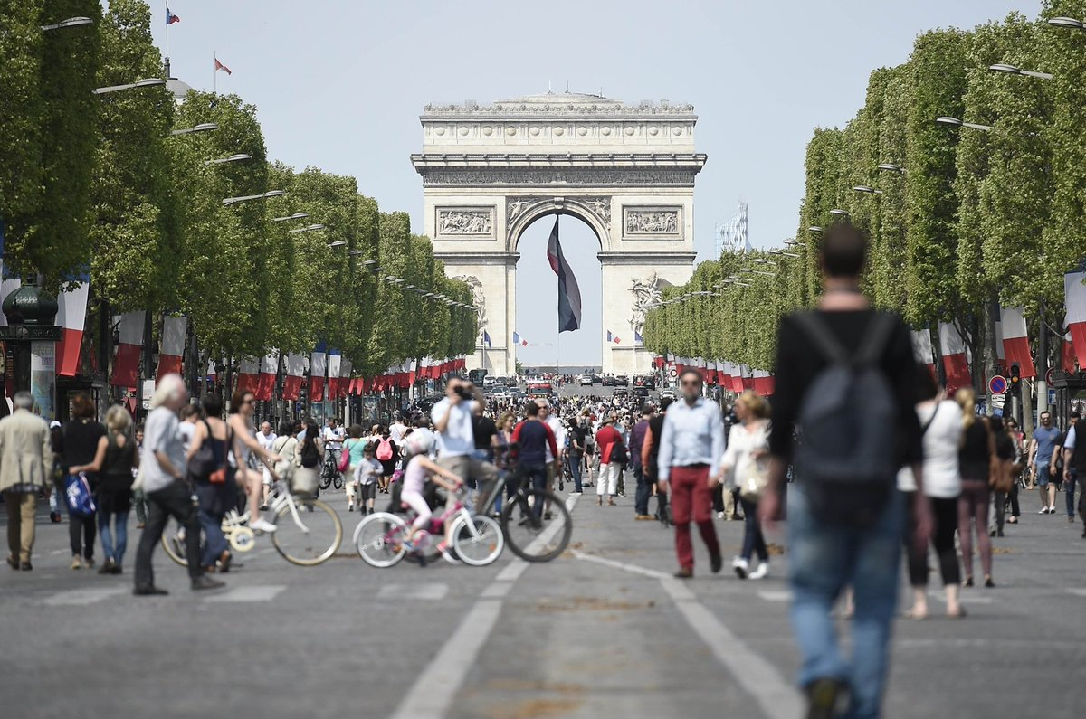 Stroll, cycle or jog down the tree-lined #Champs-Elysees @Paris as it goes vehicle free for one day only #ThingstodoParis<br>http://pic.twitter.com/jQ58UOpJWw