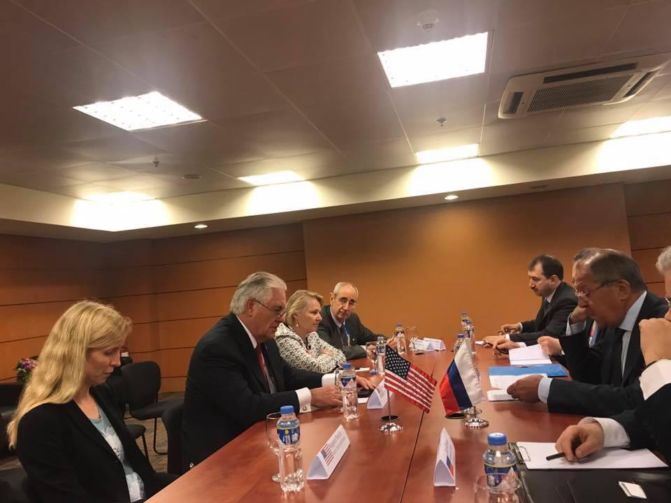 Lavrov ve Tillerson'dan karşılıklı yaptırım kararlarının ardından ilk buluşma