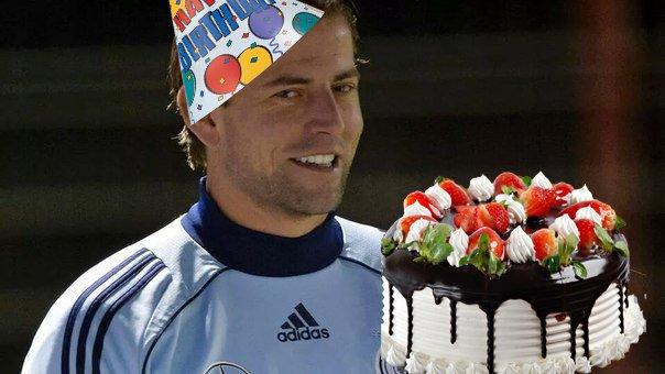 Happy birthday, dear Weidy!   #weidenfeller #bvb #BorussiaDortmund<br>http://pic.twitter.com/Igu83cXa09