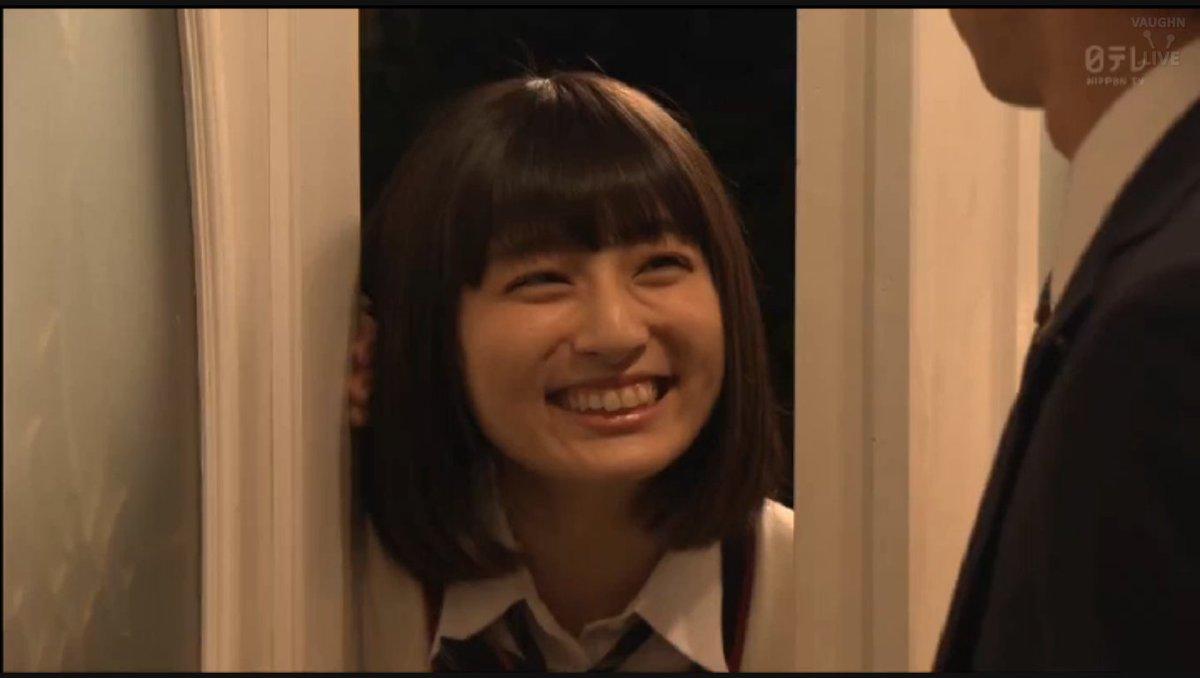 いたずらな笑みの吉川愛