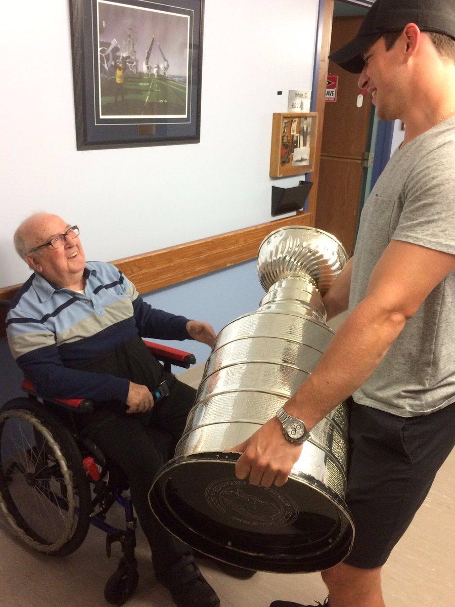 Sid visits a Veteran's Retirement home (Halifax, NS) #stanleycup @penguins @NHL @HockeyHallFame