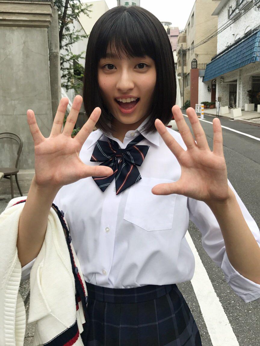 女子高生の吉川愛