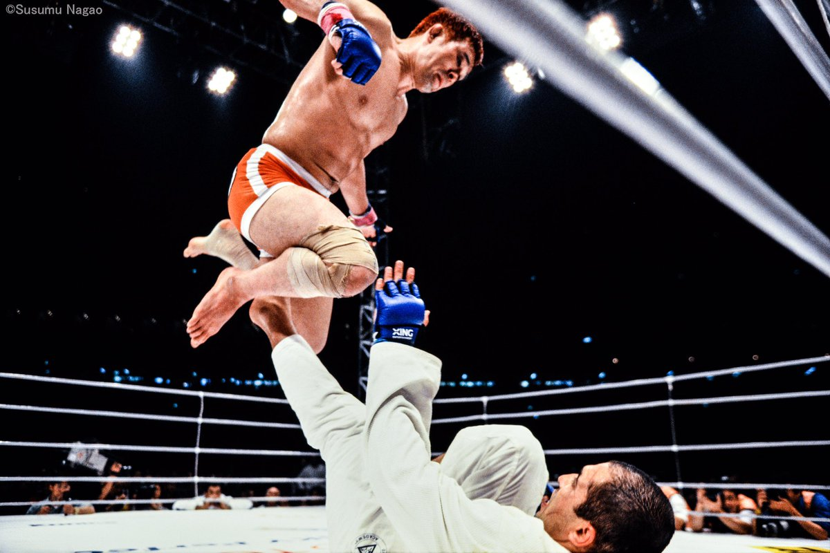 Kazushi Sakuraba leaps above Royce Gracie's guard.