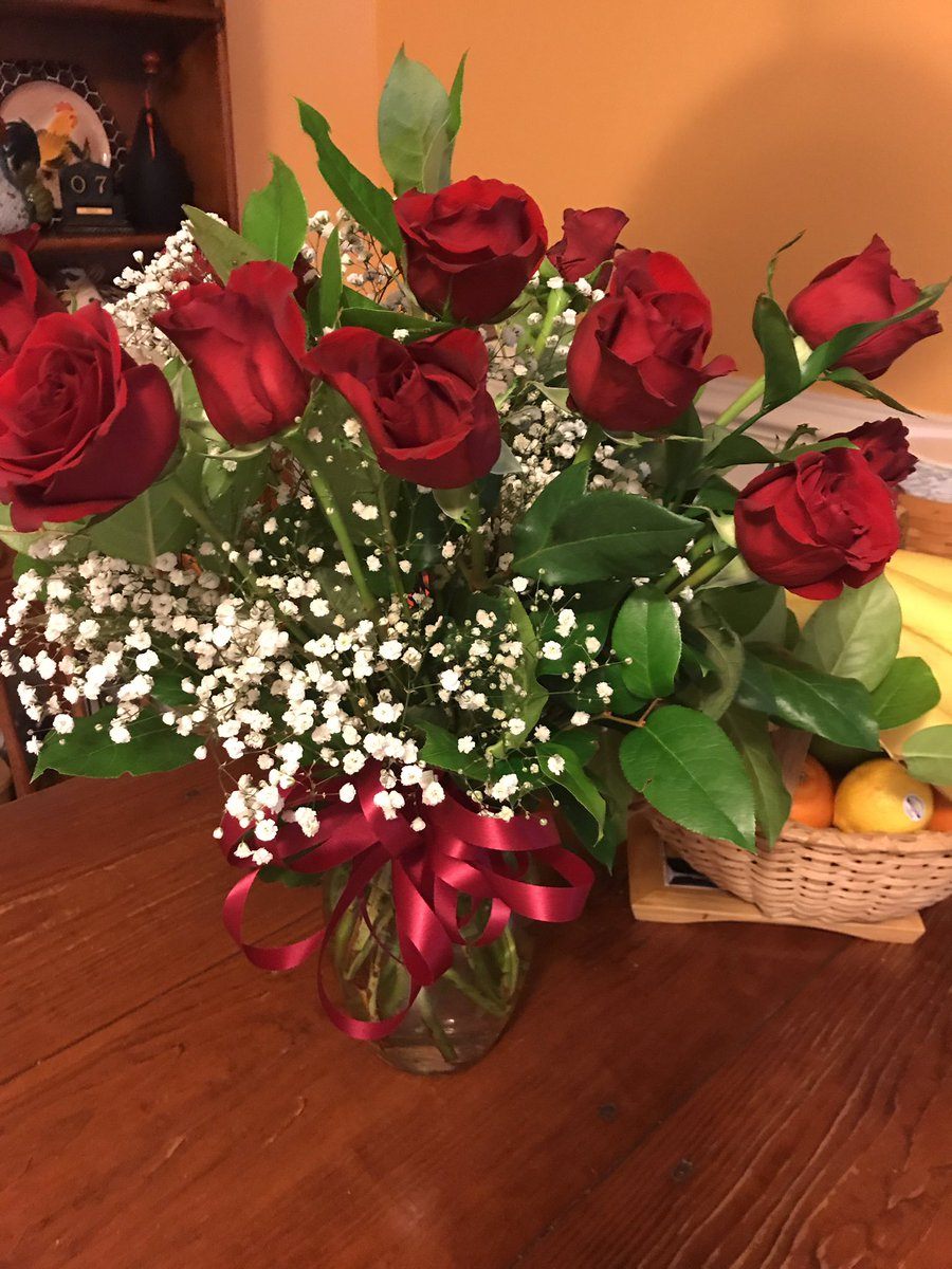 Thank you Jaime for the beautiful dozen of roses what a nice surprise I love you to the moon and back honey https://t.co/0zHFfeBGlt