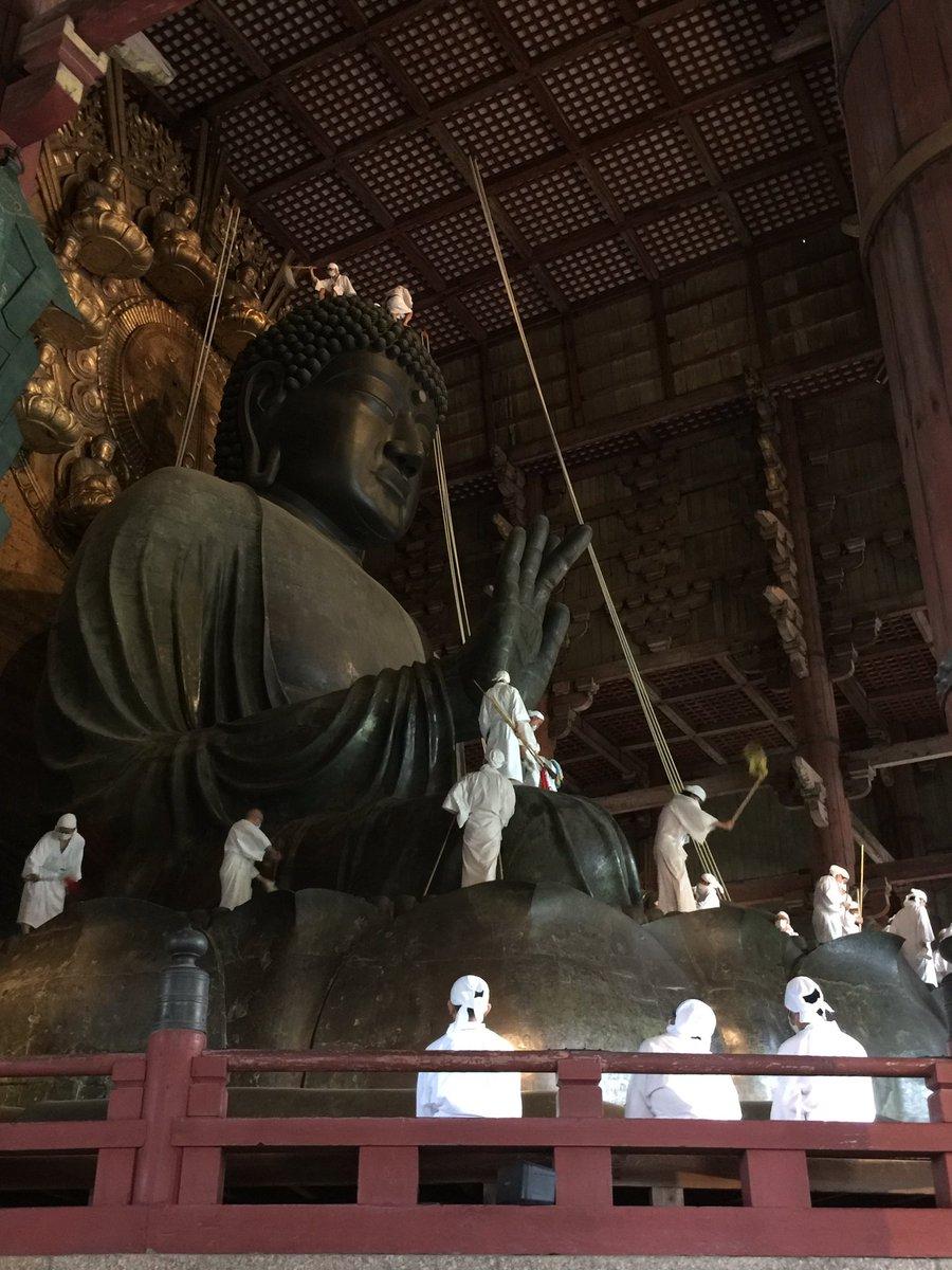 今朝は、東大寺大仏殿さんの お身拭いに行ってきました(^O^)  台風が接近中のお身拭いは、 最近では記憶にありませんね。 https://t.co/m1XGTP2KU1