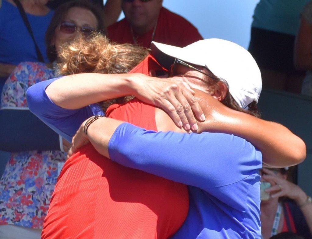 I got the best hug today. What a ride. @Madison_Keys ❤️❤️❤️ https://t.co/eNQYkPE30C