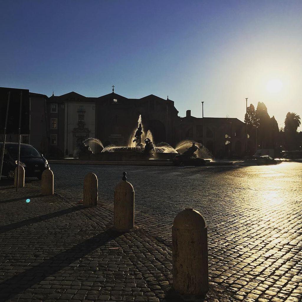 Matin sur Rome #fontaine #sunrise #rome #italie #italy #street #travel #architecture #city #landscape #cityscape #…  http:// ift.tt/2vdyMev  &nbsp;  <br>http://pic.twitter.com/IaKADAGavf