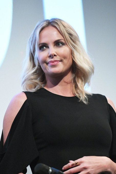 Today\s charlize theron\s birthday. HAPPY BIRTHDAY QUEEN