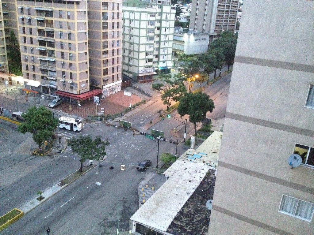 #7Ago #Miranda 6:50am #AvRómuloGallegos de #ElMarques cerrada Via>@FranckCarlos https://t.co/MRDJSVTDqn - @Traffic_Mix