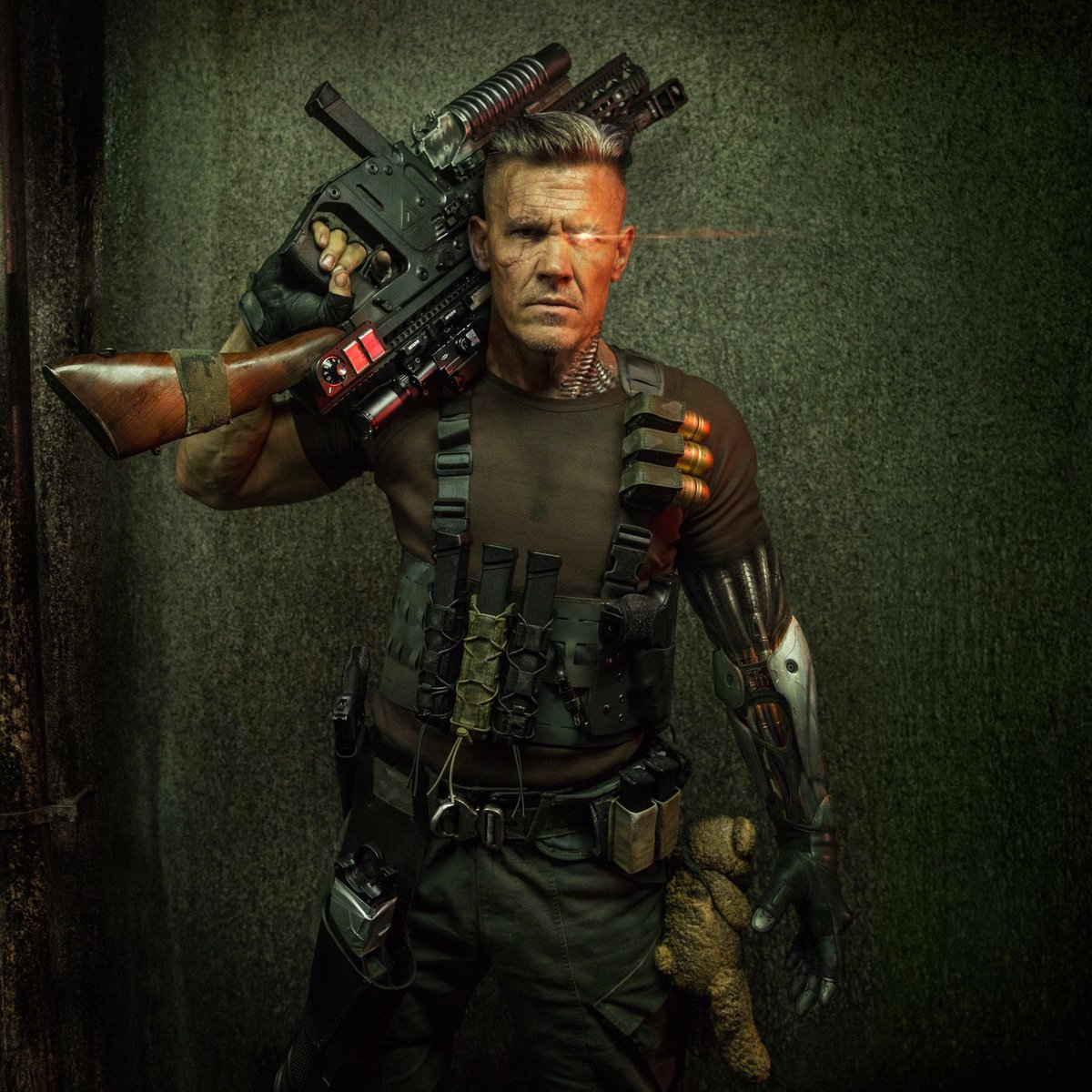 Here's your first look at #JoshBrolin as #Cable in #deadpool2 staring #RyanReynolds #joshbrolincable pic.twitter.com/JGBNSGzJFR