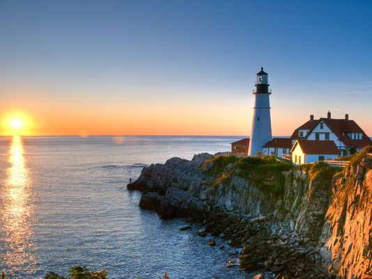 Celebrate #NationalLighthouseDay with a photo tour of iconic lighthouses around the USA https://t.co/3ltDZ23hy0 https://t.co/bmMgWvkKcr