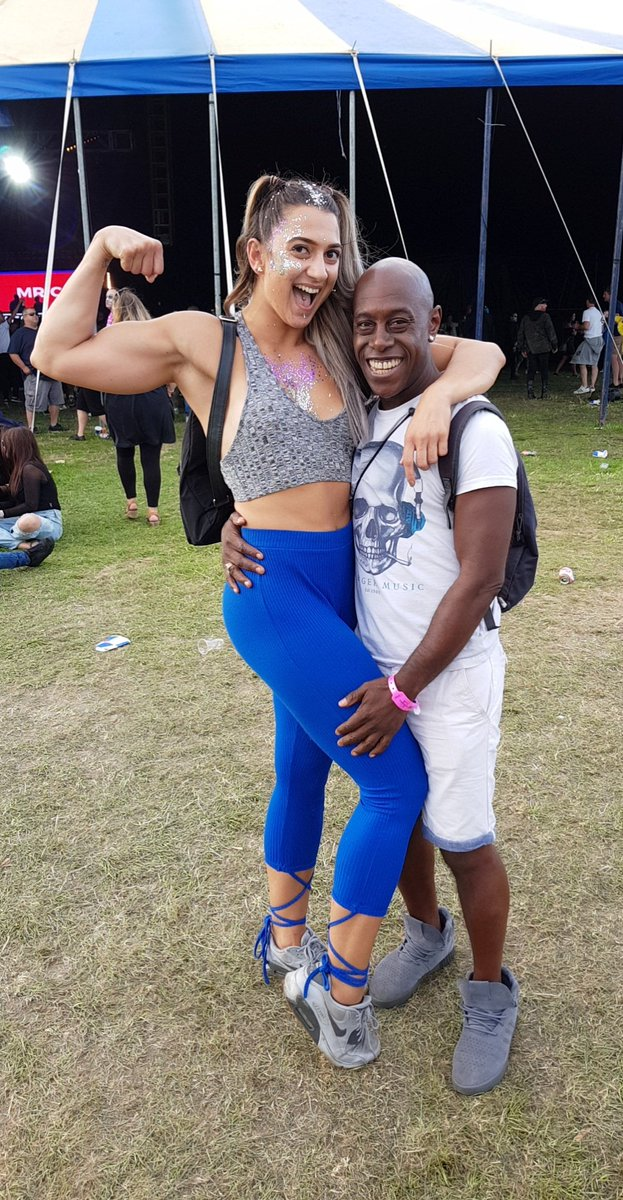 Hanging out with this fit beauty @lift.tina at Moondance festival in the @twiceasniceuk tent #LovingIt https://t.co/Vl1ve8couF