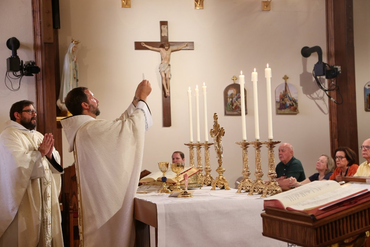 RT @EWTN: #AGoodDayIncludes Daily Mass, The Eucharist, and The Holy Rosary! #EWTN #Catholic https://t.co/dd1nt2dwTf