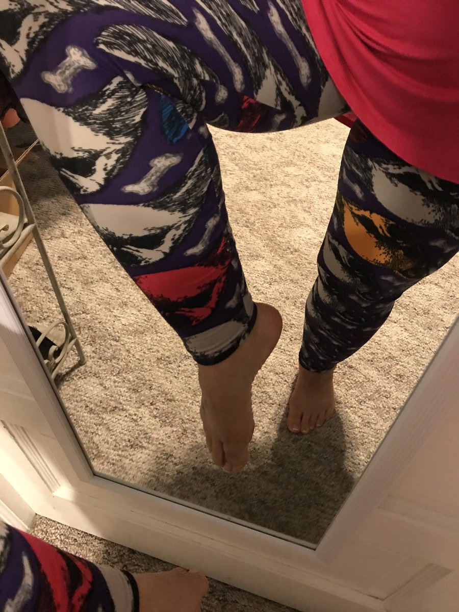 Just hanging out in my pooch leggings today. #lularoepattyewebb #lularoelove #plussizefashion #rainydayoutfit #bowwow <br>http://pic.twitter.com/oYX9psBlHm