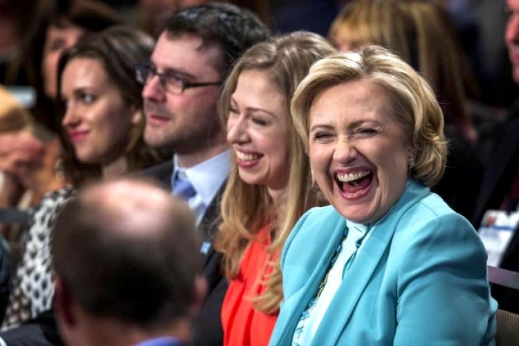 RT @HillaryPix: #AGoodDayIncludes Hillary Clinton's laugh 😍 @HillaryClinton ❤️ https://t.co/eVgCpt4plE