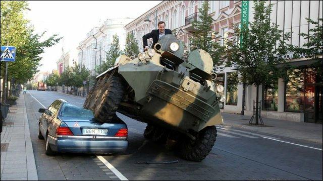 ミニストップ店員の無断駐車対策が非難されているようですが、ここでリトアニアの市長が行った無断駐車対策…