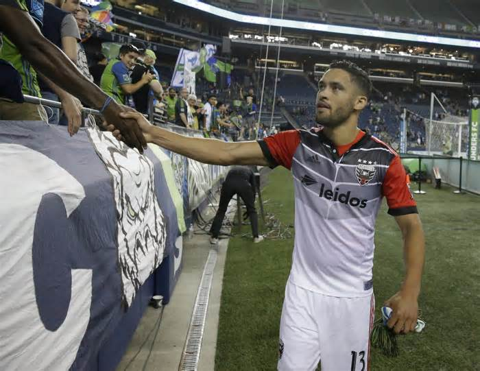 D.C. United trades Lamar Neagle to Seattle, falls out of running for Gary Medel #united #trades #lamar #neagle…  http:// dlvr.it/PcY64R  &nbsp;  <br>http://pic.twitter.com/RD0lLBLQnq