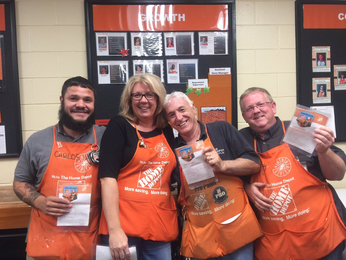 Congratulations to these 4 awesome DHs on there Homers today for #entrepreneurialspirit &amp; #givingback<br>http://pic.twitter.com/Ow87MAUf3e