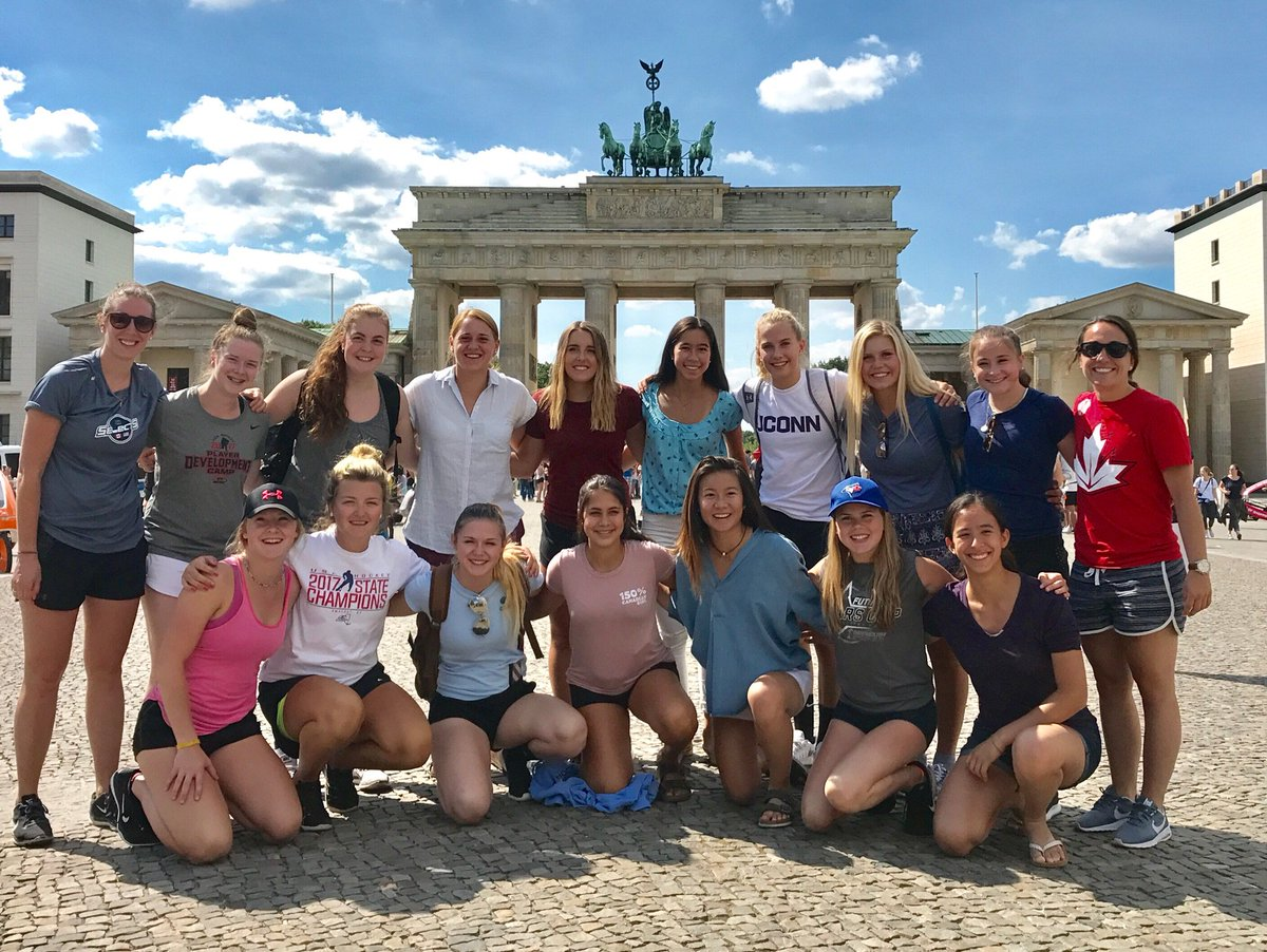 U18 Selects Team finishing up an amazing historical walking tour in front of the #BrandeburgGate in Berlin, Germany! On to Dresden for #WSI! <br>http://pic.twitter.com/UFcnw5dguL