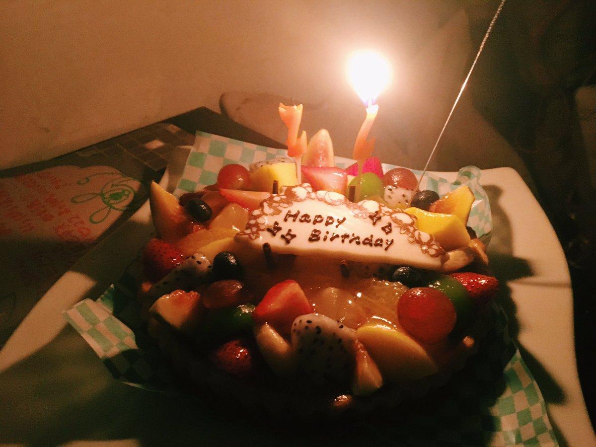 八木氏の誕生日週当たりは当事者でもないわたしもたくさんケーキを食べられるのでうれしい悲鳴。。笑  玉…