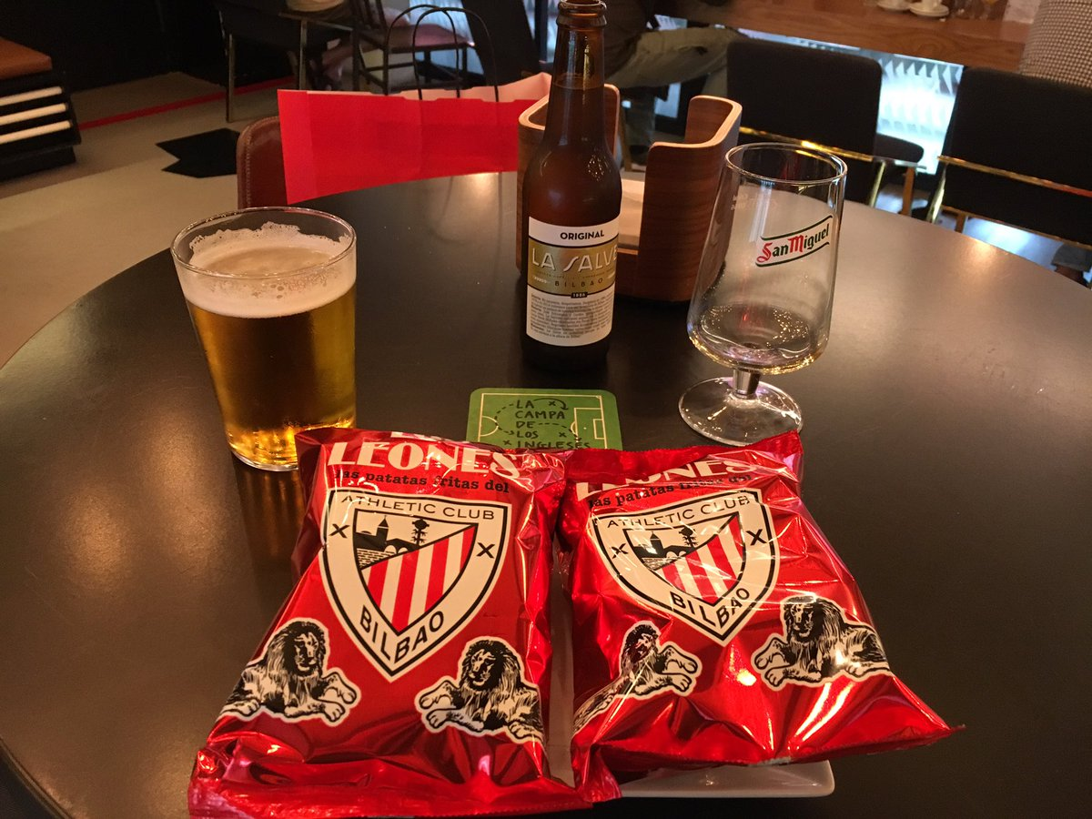 Beer at San Mamés in @CampaIngleses La Salve is