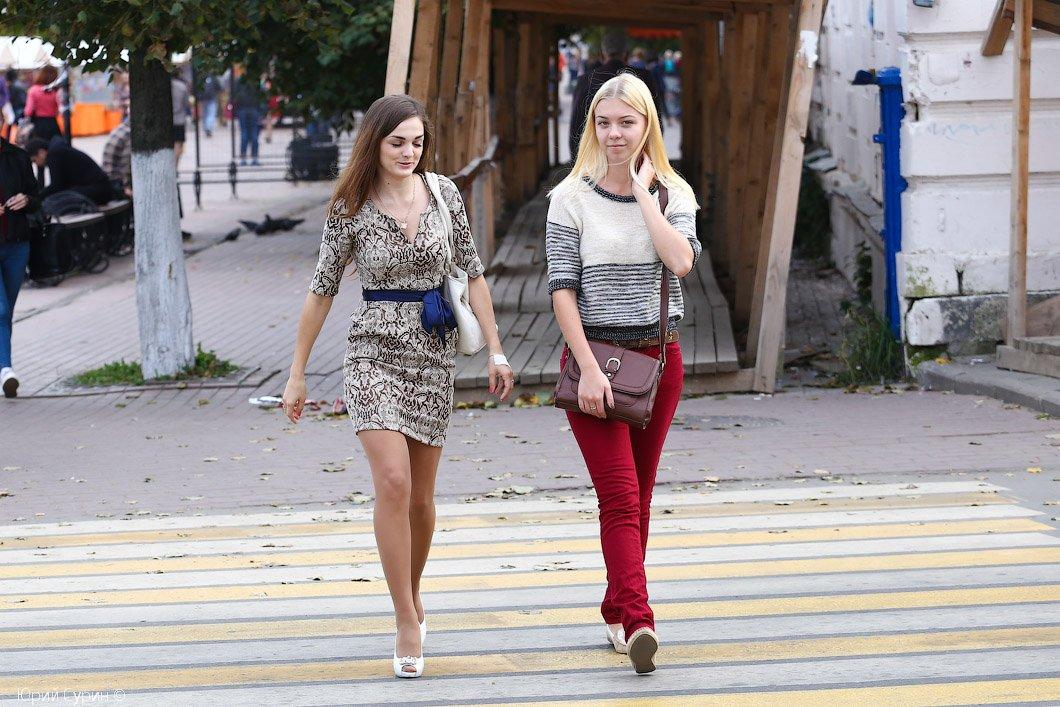 russkie-krasotki-gulyayut-po-polnoy-porno-foto-devushki-s-transami