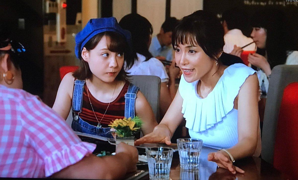 「カンナさーん!」内で白いトップスを着こなしランチ中の山口紗弥加