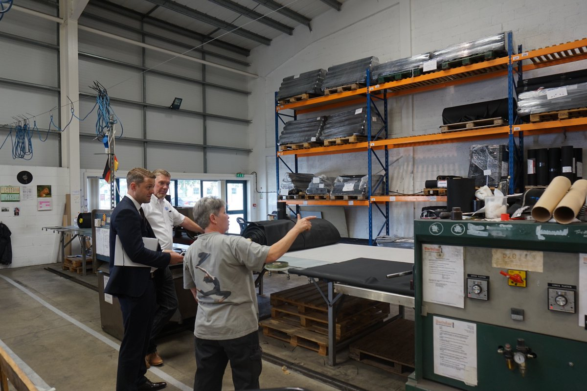 Good to catch up with the Carlisle Construction Materials team last week talking all things #SinglePly Fantastic &amp; knowledgeable team <br>http://pic.twitter.com/9DtAK58f8Z