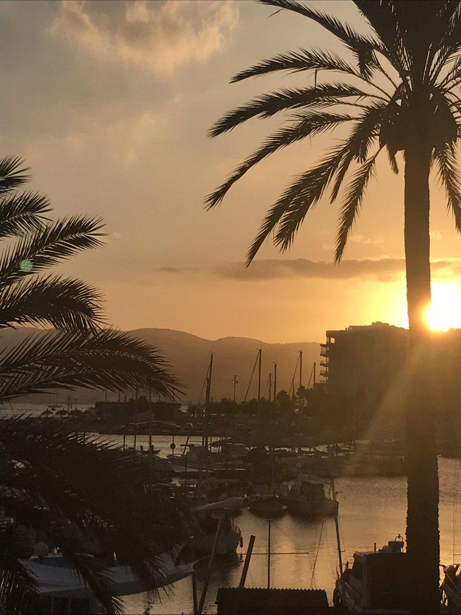 From morning run to evening paseo #portixol #Palma<br>http://pic.twitter.com/t8Xw2vcHgy