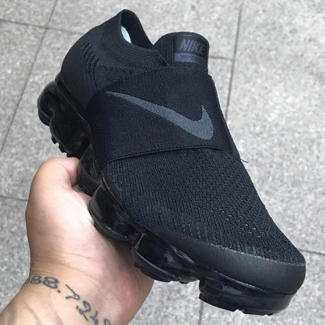 Upcoming CDG x Nike Vapormax https://t.c...